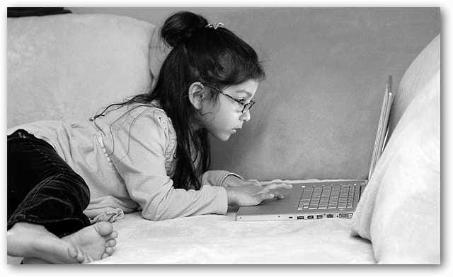 little-girl-and-her-laptop