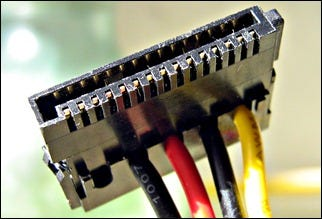 SATA_power_cable