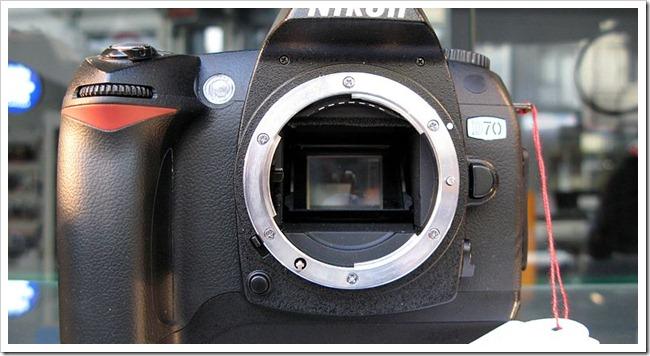 800px-Nikon_D70_img_0725