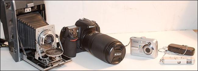 1024px-Cameras