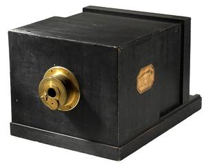 602px-Susse_Frére_Daguerreotype_camera_1839