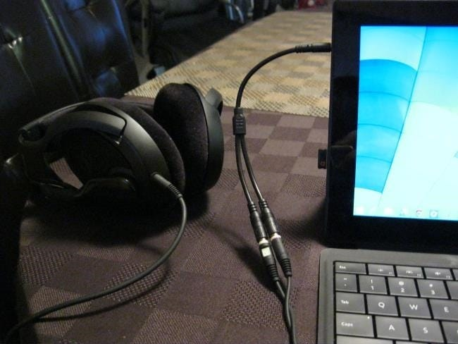 connect-headphone-and-mic-connectors-to-surface-pro