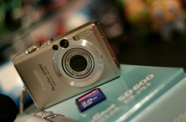 sd-card-and-digital-camera-fat32