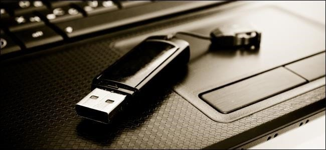 usb-drive-on-laptop