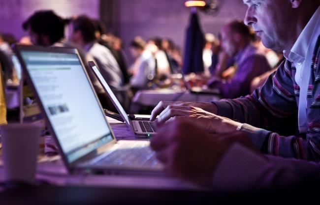 laptops-on-wifi