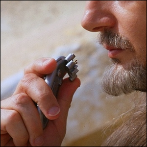 Qui-Gon Jinn talking into a communicator