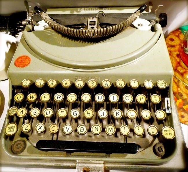 remington-typewriter-with-qwerty-layout