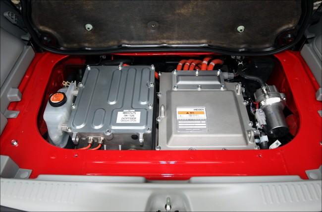 Mitsubishi_i_MiEV_engine_room