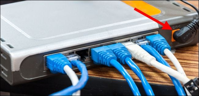 Assurez-vous que le câble d'alimentation est bien branché à votre équipement réseau.