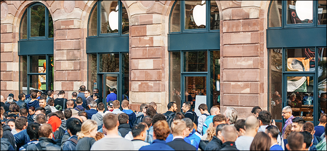 Hundreds of customers outside of an Apple store