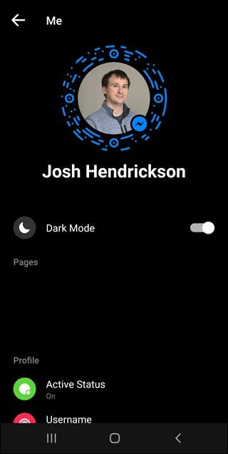 Facebook messenger in dark mode.
