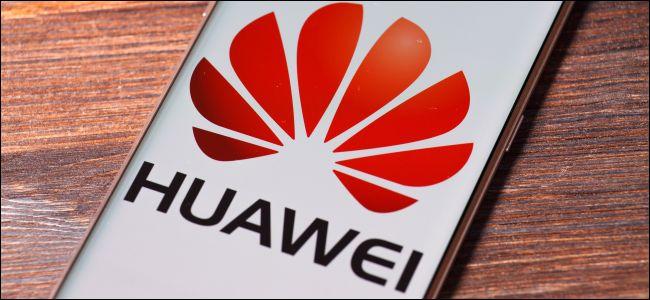 Huawei P9 lite with Huawei logo on screen