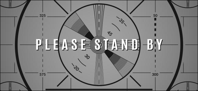 """Una pantalla de prueba de TV vintage que dice: """"¡POR FAVOR, ESPERE!"""""""