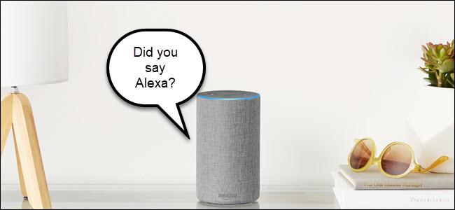 """Alexa en una mesa con un bocadillo que dice: """"¿Dijiste Alexa?"""""""