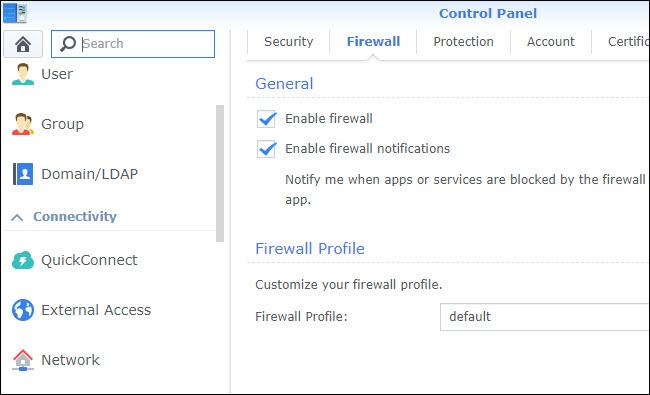 Configuración del firewall del panel de control, con el firewall habilitado.