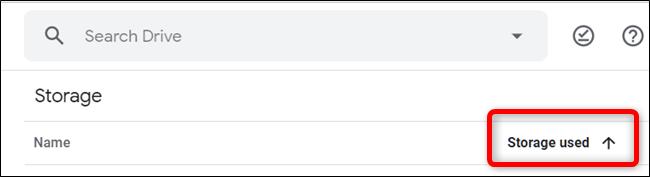 """Para invertir el orden de clasificación, haga clic en """"Almacenamientos usados"""".  La flecha invertirá su dirección, lo que indica que el orden se ha invertido."""