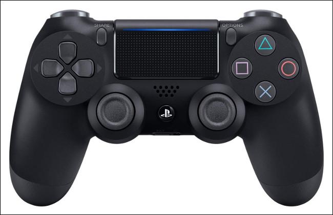 Un controlador Sony DualShock 4.