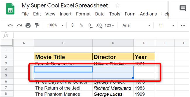 Las filas o columnas en blanco se agregan directamente al lugar donde especifique.  Sheets los agrega sin problemas.