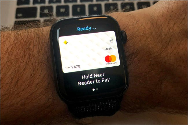 Apple Pay en el Apple Watch Series 4.