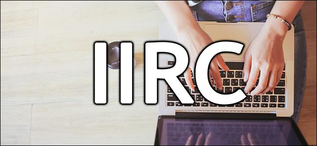 """""""IIRC"""" sobre las manos de una mujer escribiendo en una computadora portátil."""