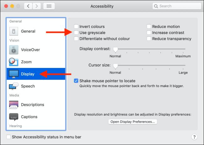 """Haga clic en """"Pantalla"""" y """"Accesibilidad"""", y luego haga clic en la casilla de verificación junto a la opción """"Usar escala de grises"""" para habilitarla."""