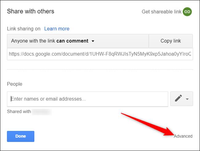 """Haga clic en """"Avanzado"""" para ver la lista de personas compartidas en este documento."""