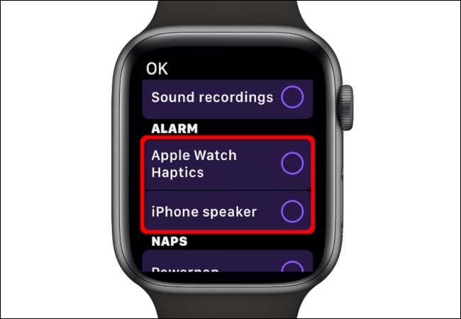 "Selecciona la alarma ""Apple Watch Haptics"" o ""iPhone Speaker""."
