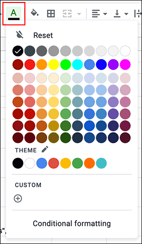 Para cambiar el color del texto de una celda en Hojas de cálculo de Google, haga clic en el menú desplegable del color del texto en la barra de herramientas de formato.
