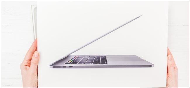 Hands holding an Apple MacBook Pro box.