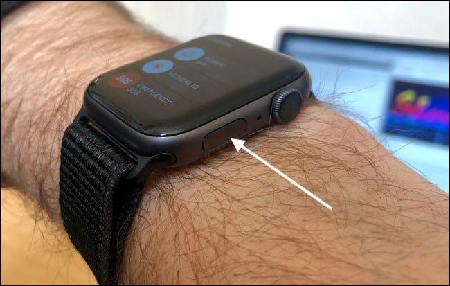 Use el botón lateral en el Apple Watch para emergencias SOS