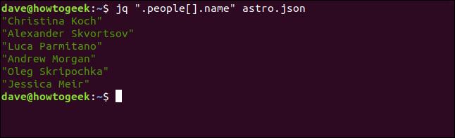 """El comando """"jq"""" .people []. Name """"astros.json"""" en una ventana de terminal."""