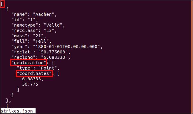La ruta a la matriz en un objeto JSON anidado resaltado en una ventana de terminal.