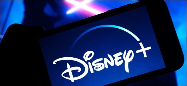 Logotipo de Disney + con fondo de Star Wars
