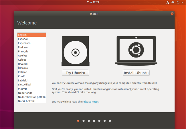 """The """"Try Ubuntu or Install Ubuntu"""" screen that appears when you boot up the live environment."""