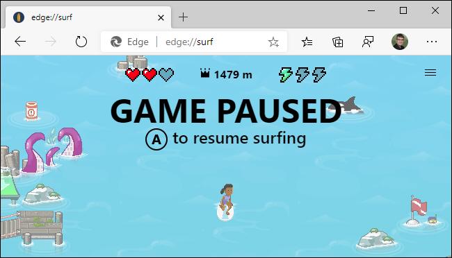 Usando un controlador Xbox en el juego de navegación de Microsoft Edge.