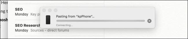 Mac mostrando a barra de progresso para colar a foto do iPhone