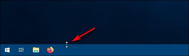 Using the resize cursor to resize the taskbar in Windows 10