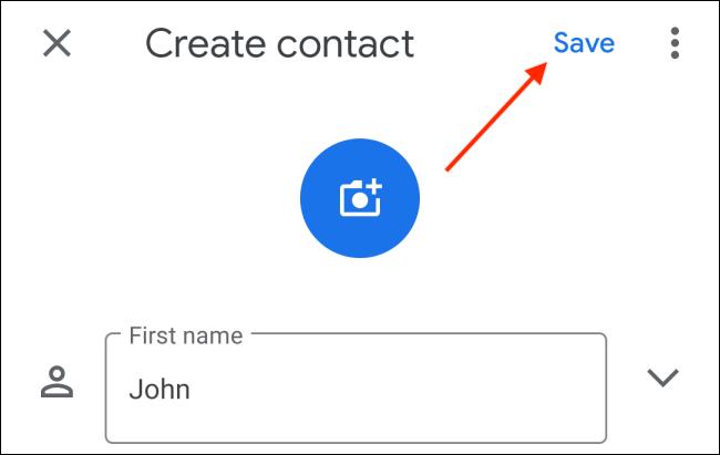 Toque el botón Guardar después de ingresar los datos de contacto en Android
