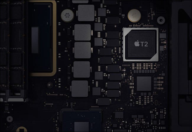 Un chip de seguridad T2 en una Mac mini 2019.