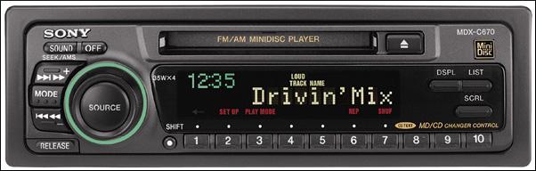 Un estéreo de coche Sony MDX-C670 MiniDisc.