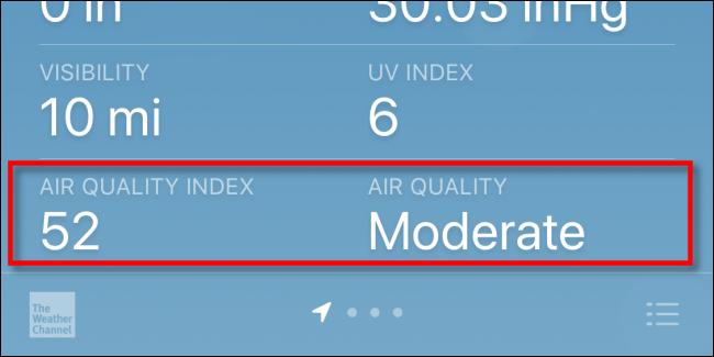 Verificando o Índice de Qualidade do Ar (AQI) em um iPhone com Apple Weather.
