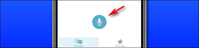 En Apple Translate en iPhone, toque el botón del micrófono para decir una frase para traducir.