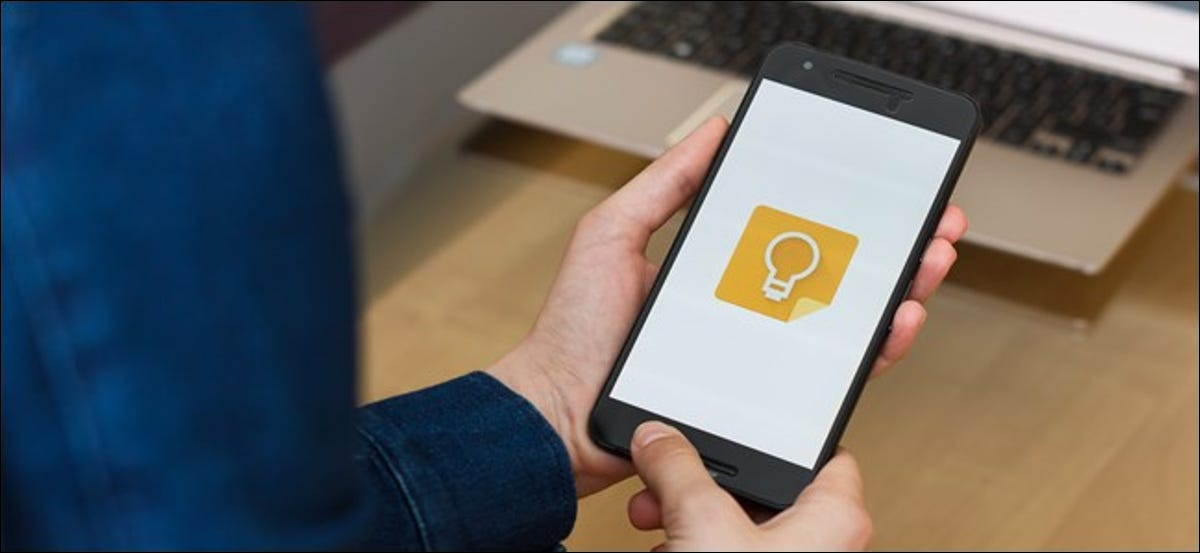 The Google Keep Notes logo on an Android smartphone.