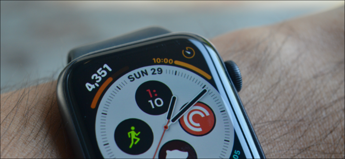Apple Watch User Customizing Date and Time Complication
