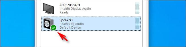 In Windows 10, un segno di spunta verde accanto all'icona degli altoparlanti significa che è il dispositivo predefinito.