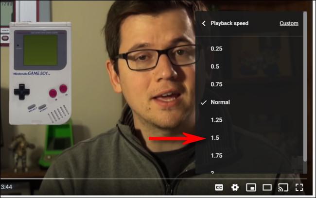 Válasszon egy YouTube lejátszási sebességet a listából.