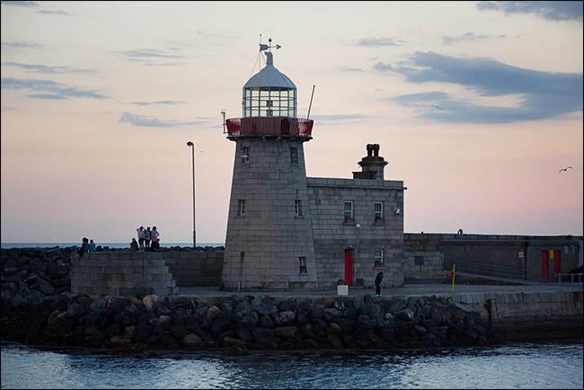 original image of a lighthouse