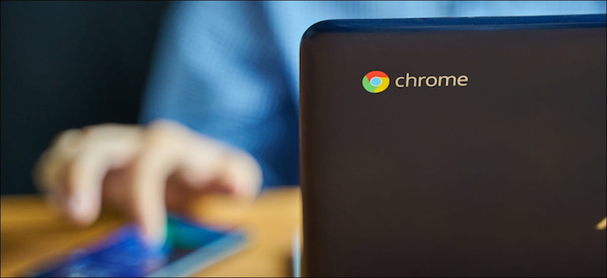 Chromebook being unlocked using an Android smartphone