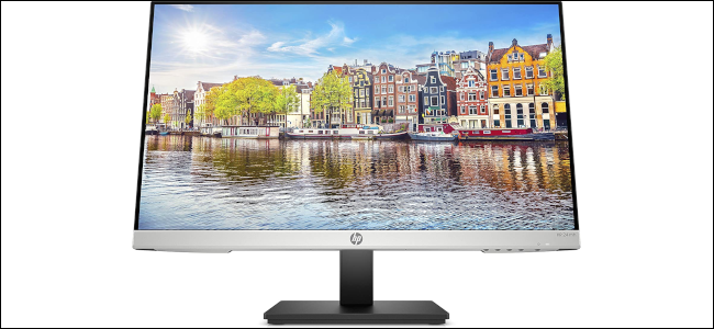 An HP monitor with an image of a European city displayed as the background.