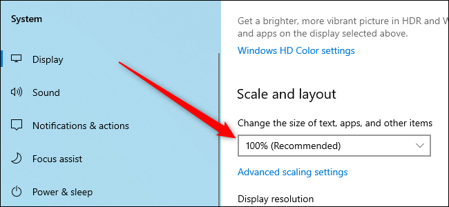 Windows 10 Settings app with the option to scale the screen.